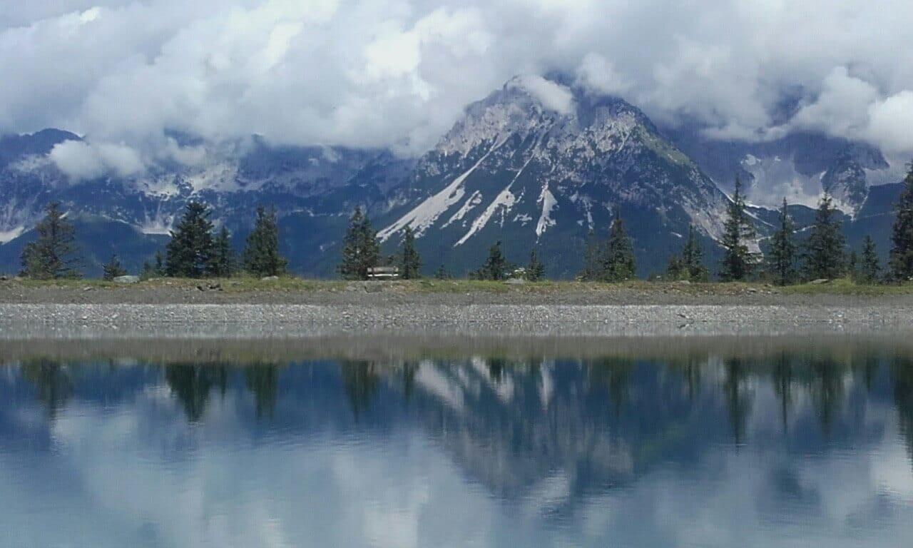 gore ob jezeru